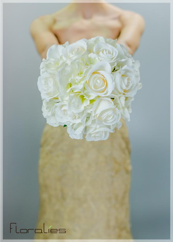 Les Roses blanches en bouquet