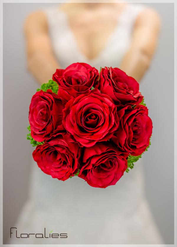 Les Roses rouges en bouquet