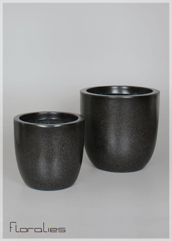 Pot cylindrique noir décoratif